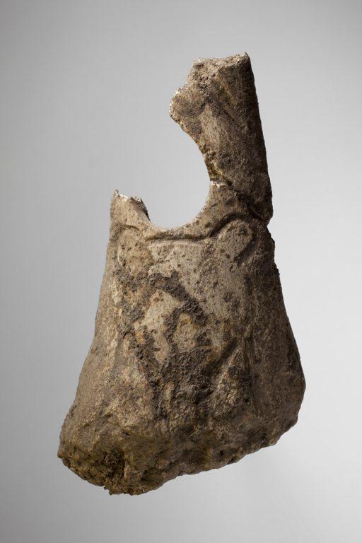 Bois de cervidé gravé, 7,7x4,8x1,7cm, collections du muséum de Toulouse