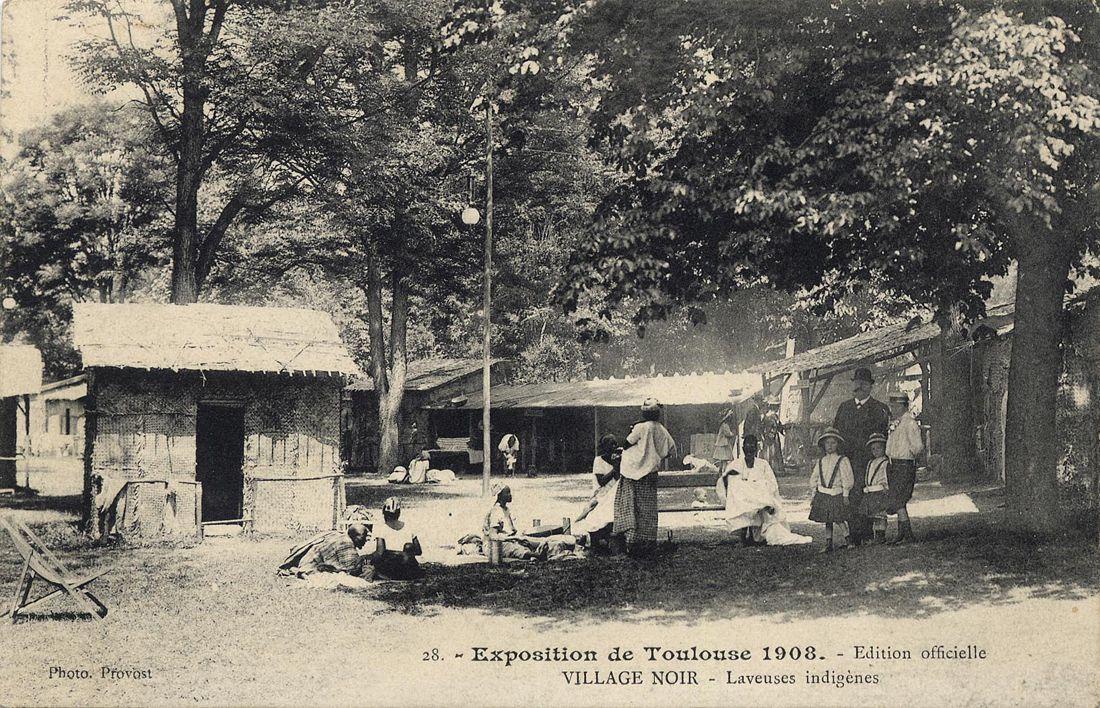 """""""Village noir, laveuses indigènes"""", jardin des plantes, carte postale des archives municipales de Toulouse"""