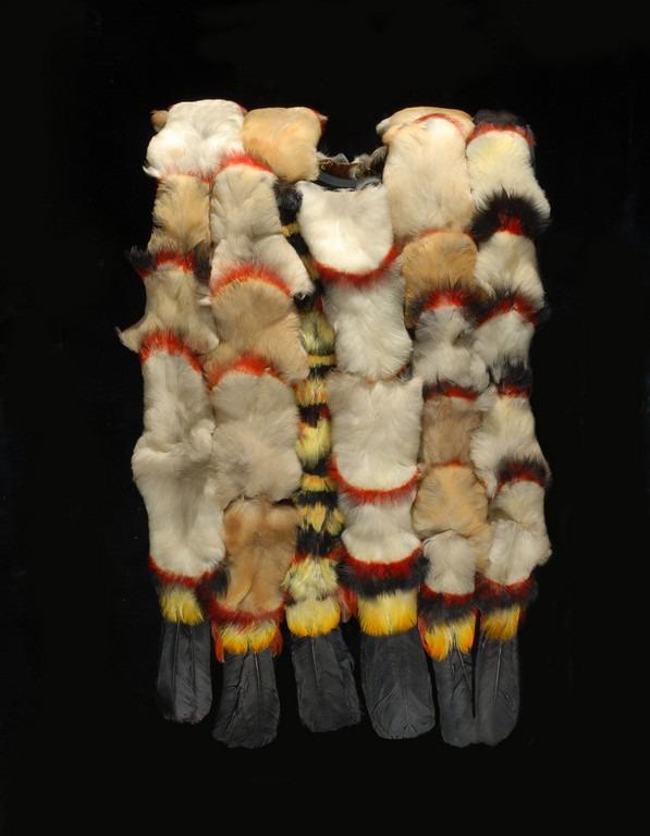 Tunique en plumes de toucan, Amérique du Sud, collections muséum de Toulouse