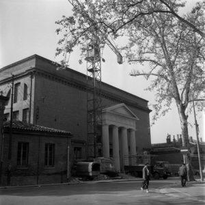 Théâtre Sorano. Le 27 Avril 1964. Vue du théâtre Sorano sur les allées Jules Guesdes.
