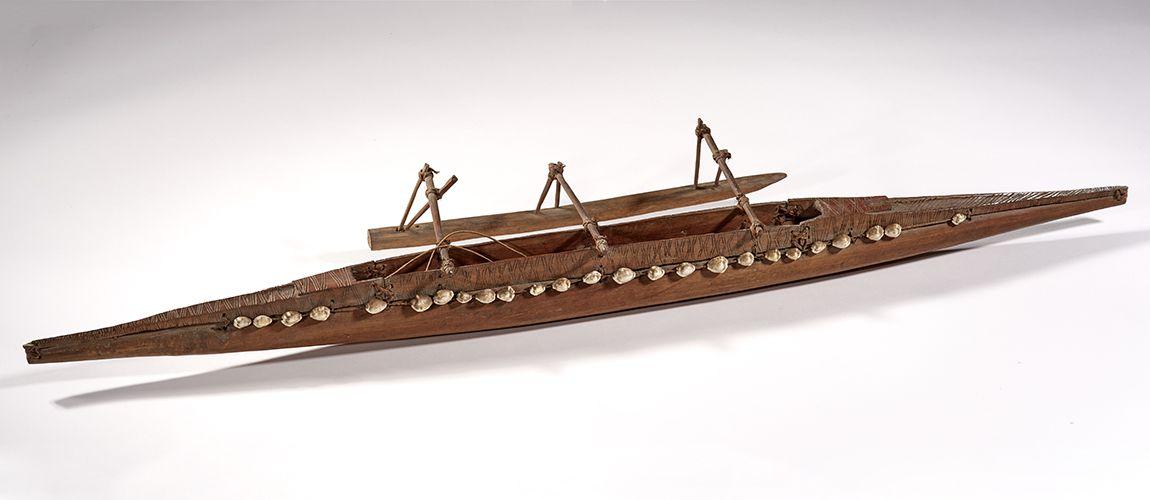Maquette en fibres végétales, bois et coquillages de roussette, collections du muséum de Toulouse