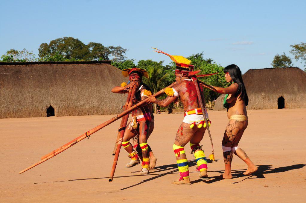 Joueurs de flûtes urua, Parc Indigène du Xingu, mission de collecte du muséum de Toulouse